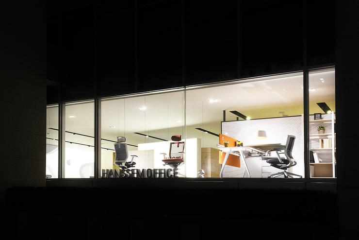 Centros de exhibiciones de estilo  por creative 4