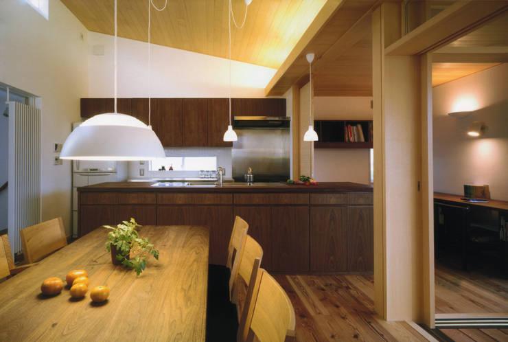 静岡の家 case004: 岩川卓也アトリエが手掛けたキッチンです。