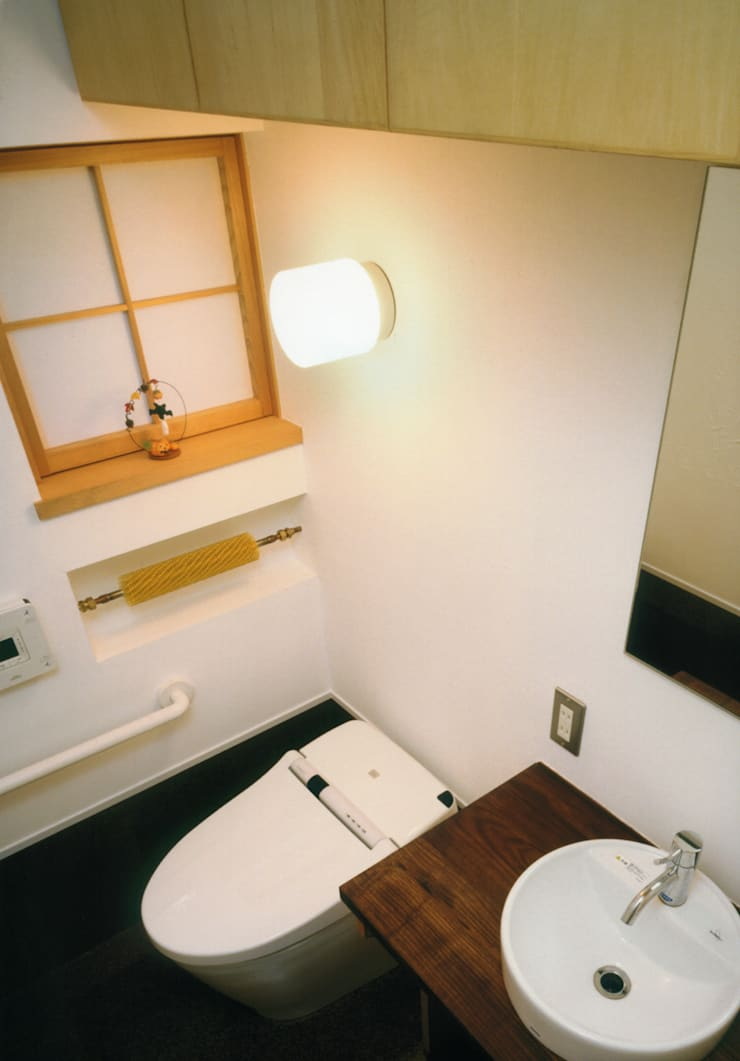 静岡の家 case004: 岩川卓也アトリエが手掛けた浴室です。