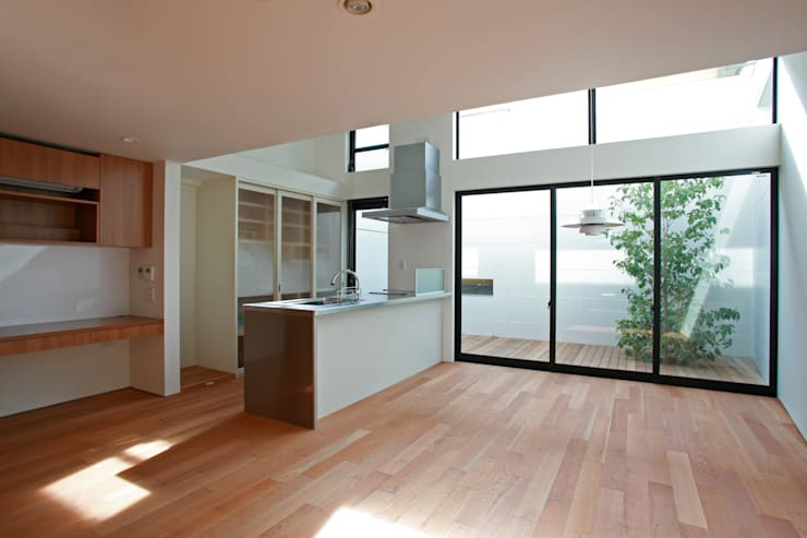 空と暮らす家(スキップフロア): 設計事務所アーキプレイスが手掛けたキッチンです。