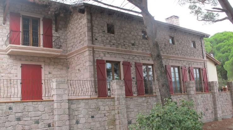 Projekty, wiejskie Domy zaprojektowane przez Plano Mimarlık ve Teknoloji