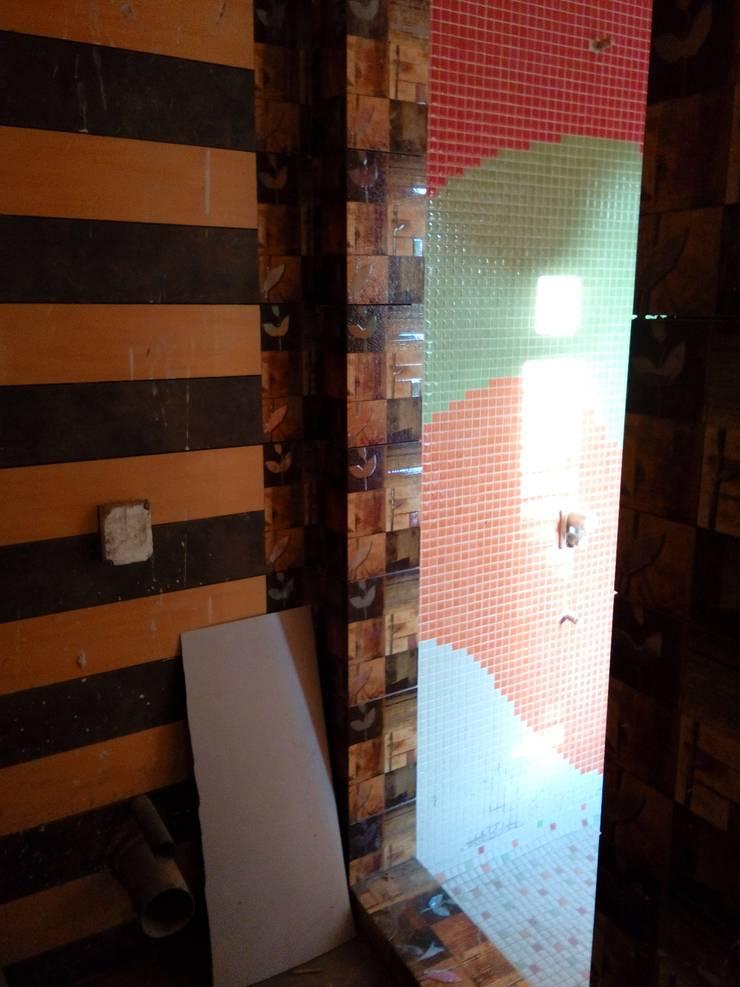 Dr varia residence:  Bathroom by Tameer studio
