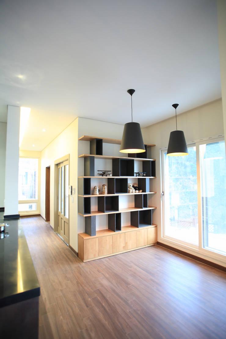 양평 M 하우스: SG international의  다이닝 룸,모던 우드 우드 그레인