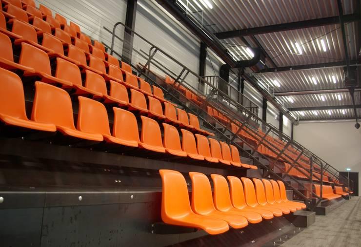 Kalverdijkje:  Bars & clubs door Dick de Jong Interieurarchitekt, Modern