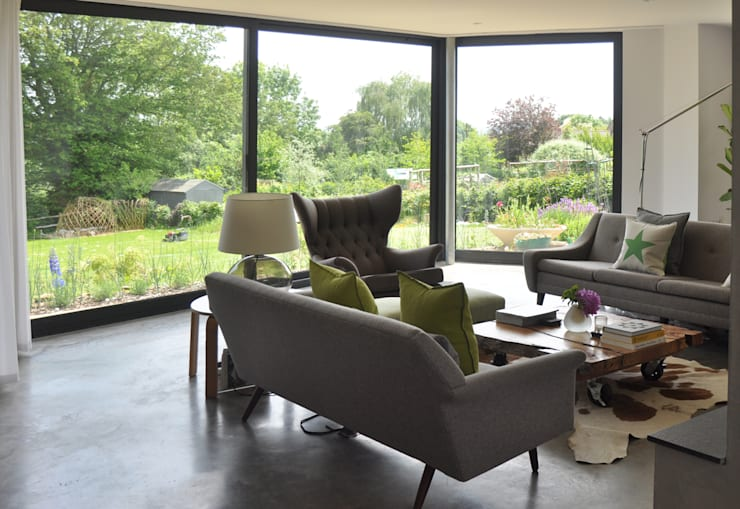 Bay Window Extension with Stunning views to Garden:  Living room by ArchitectureLIVE