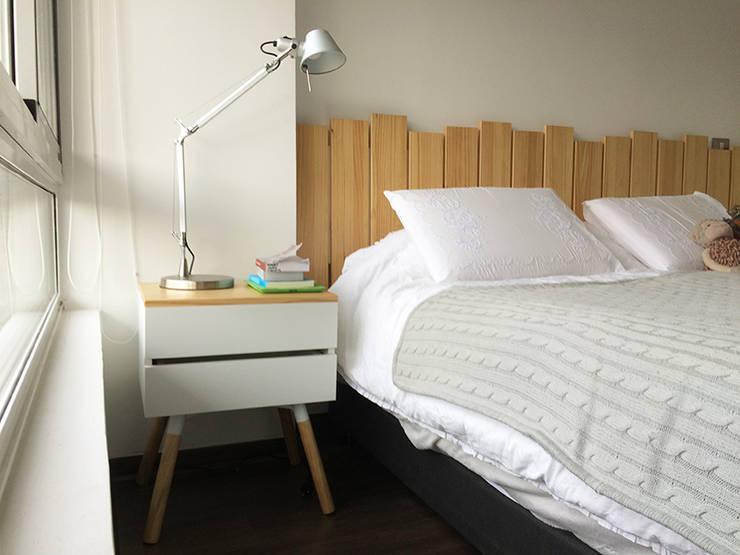 RESPALDO Y VELADORES: Dormitorios de estilo  por Doll diseño
