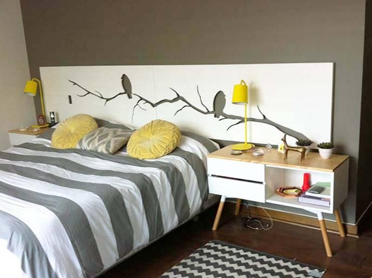 RESPALDO Y VELADORES : Dormitorios de estilo  por Doll diseño
