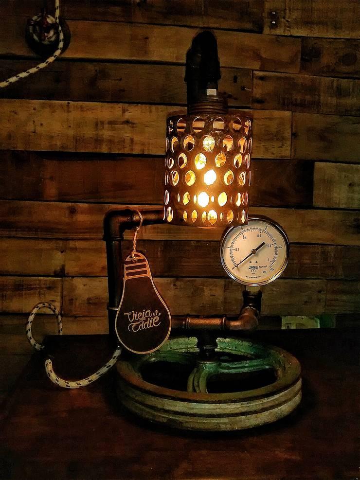 Lampara Industrial Vintage Polea Reclaimed: Livings de estilo  por Lamparas Vintage Vieja Eddie