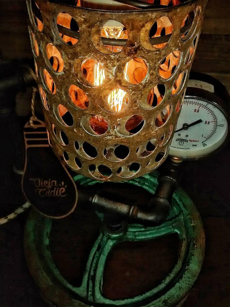 Lampara Industrial Vintage Polea Reclaimed: Comedores de estilo  por Lamparas Vintage Vieja Eddie