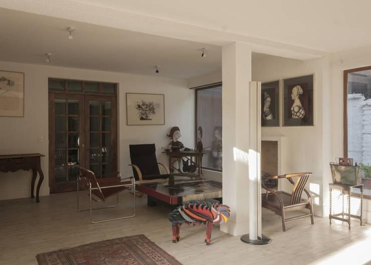vivienda + taller : Livings de estilo  por PARQ Arquitectura