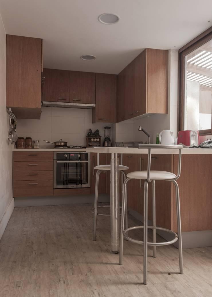 vivienda + taller : Cocinas de estilo  por PARQ Arquitectura