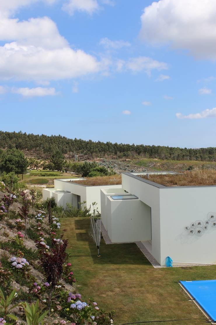 Bom Sucesso – Design Resort, Leisure, Golf & Spa • ÓBIDOS: Casas  por cprata arquitetos