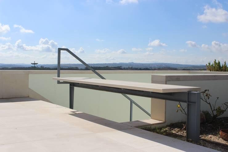 Bom Sucesso – Design Resort, Leisure, Golf & Spa • ÓBIDOS: Terraços  por cprata arquitetos