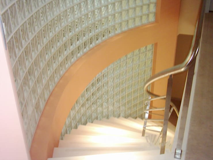 Casa García- Resistencia Chaco: Pasillos y recibidores de estilo  por Arq.Rubén Orlando Sosa