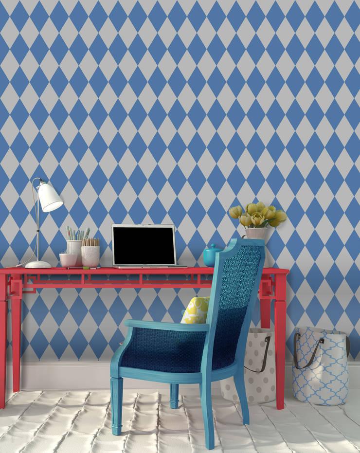Losango Azul: Parede e piso  por OH Wallpaper