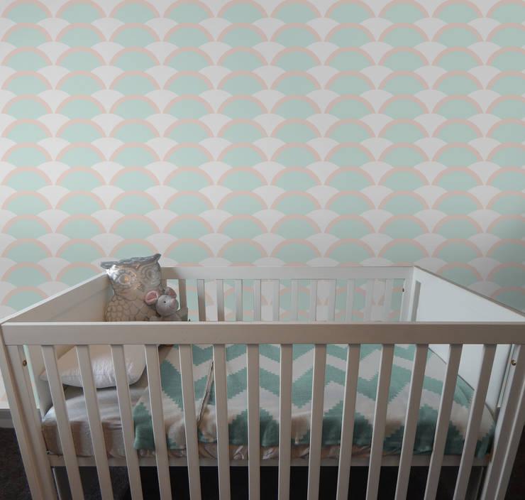 Onda Verde Água e Rosa: Parede e piso  por OH Wallpaper