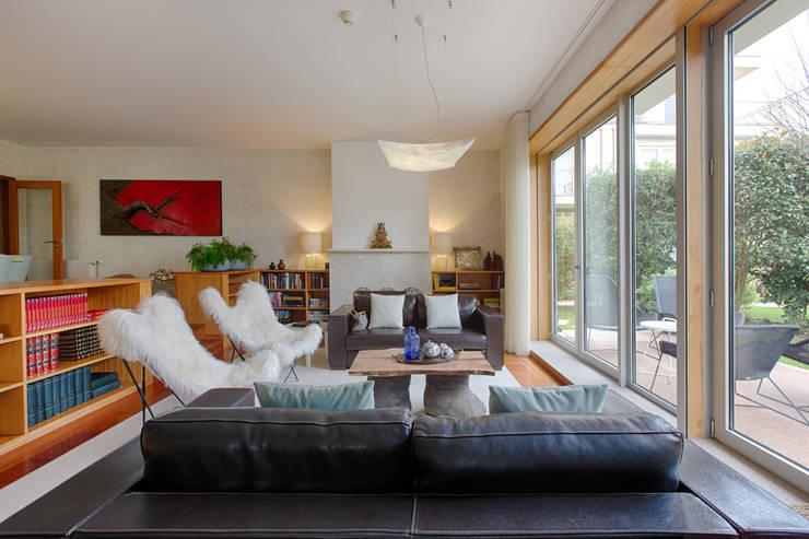 Casa em Leça da Palmeira: Salas de estar  por SHI Studio, Sheila Moura Azevedo Interior Design