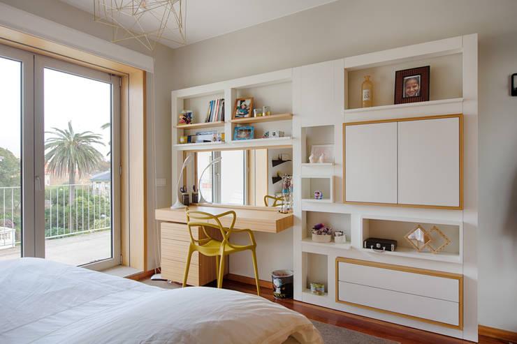 Casa em Leça da Palmeira: Quartos  por SHI Studio, Sheila Moura Azevedo Interior Design