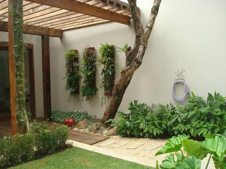 حیاط by Renata Villar Paisagismo e Arranjos Florais