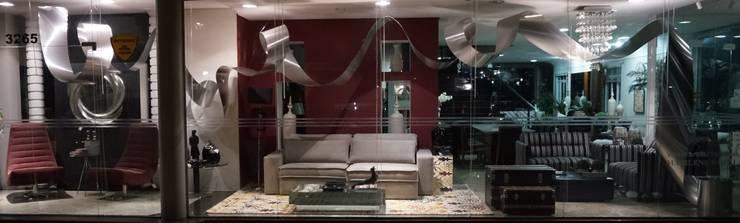 Vitrine Moderna Contemporânea – Loja: Arte  por Sgabello Interiores