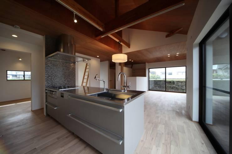 長配の家: 加門建築設計室が手掛けたキッチンです。