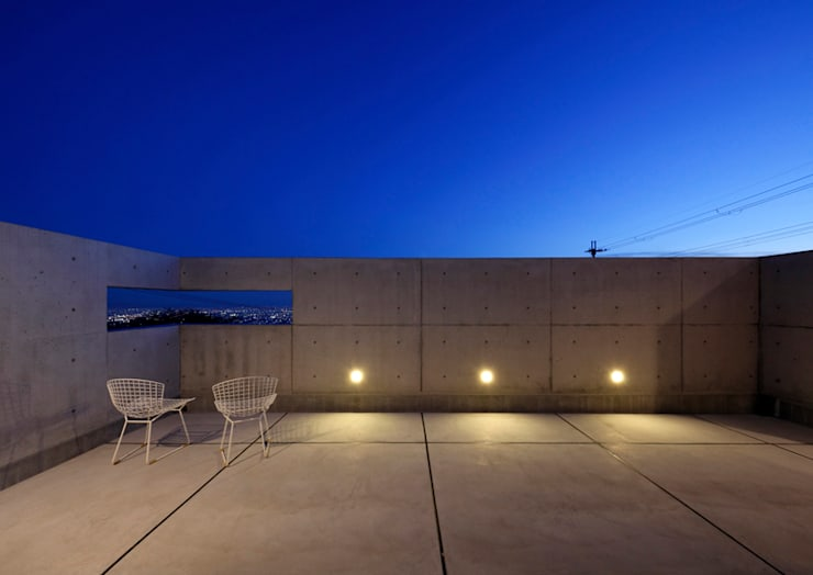 バルコニー: atelier mが手掛けたテラス・ベランダです。