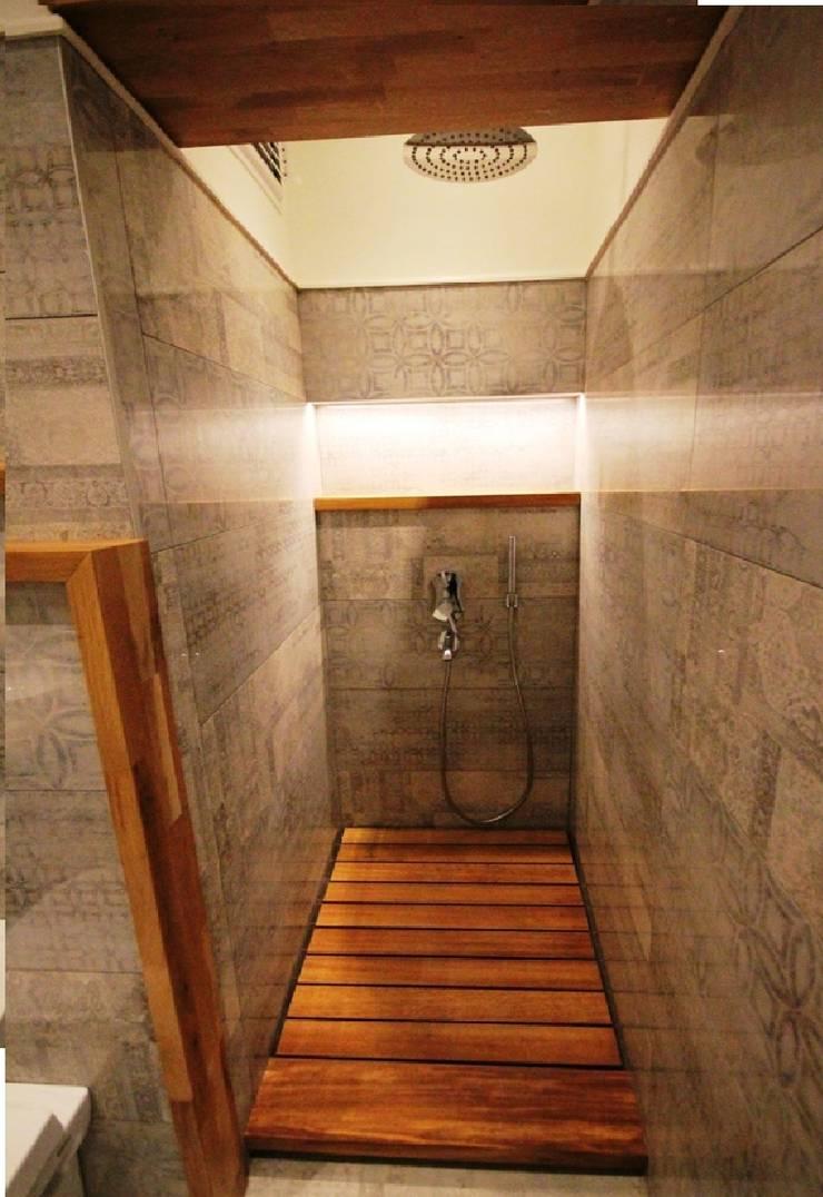 Plano Mimarlık ve Teknoloji – Firuzağa Ev:  tarz Banyo, İskandinav