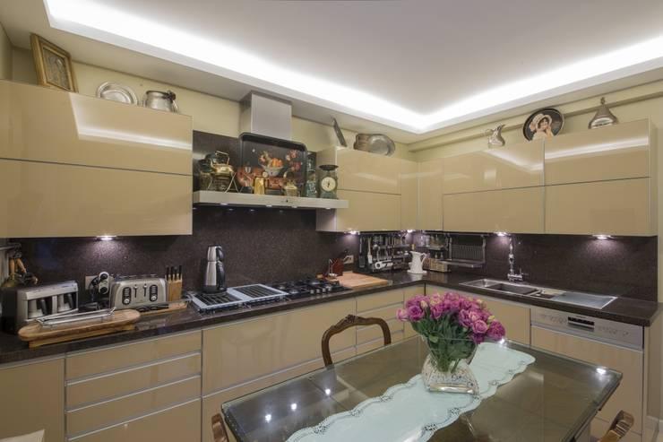 Plano Mimarlık ve Teknoloji – Suadiye Selvili Sitesi: klasik tarz tarz Mutfak