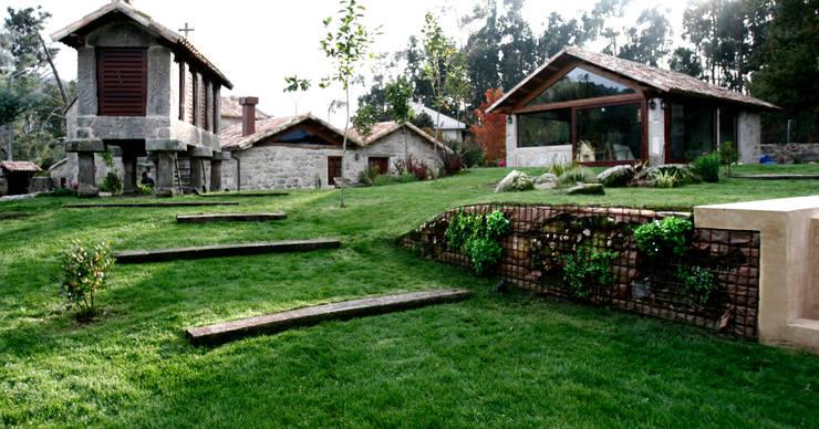 Jardin de style de stile Rural par RUTH GUNDÍN VILLAR