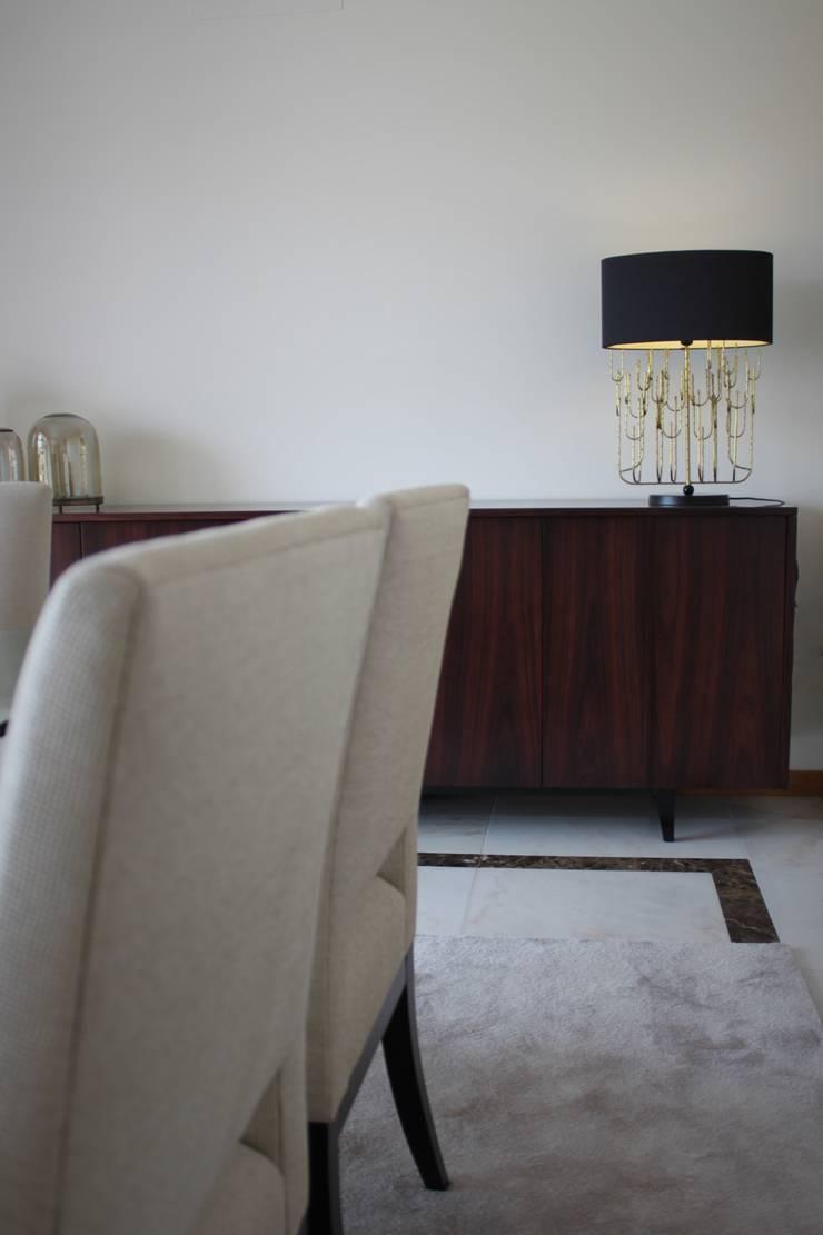 Apartamento Coimbra: Salas de jantar  por NOZ-MOSCADA INTERIORES