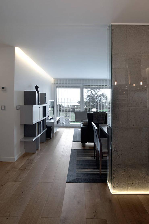 Iluminación espacio abierto con líneas de luz: Salones de estilo  de Taralux Iluminación, S.L.