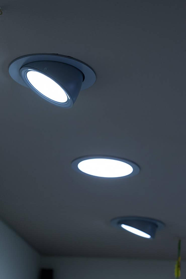 Iluminación técnica: Estudios y despachos de estilo  de Taralux Iluminación, S.L.