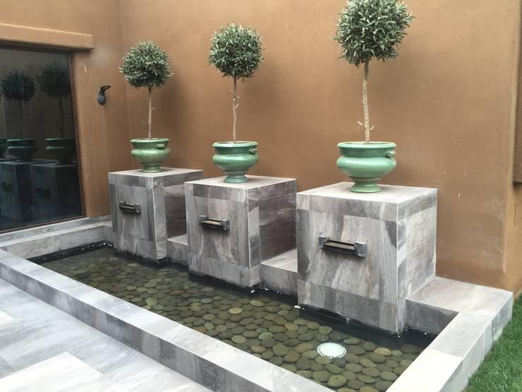 Casa sustentable en Chicureo: Piscinas de estilo  por Arquiespacios