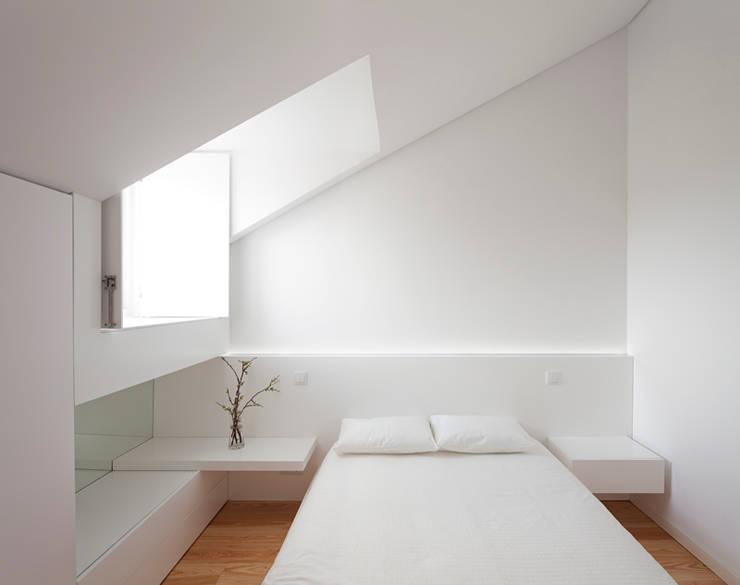 obra final - interior: Quartos  por Ricardo Caetano de Freitas | arquitecto