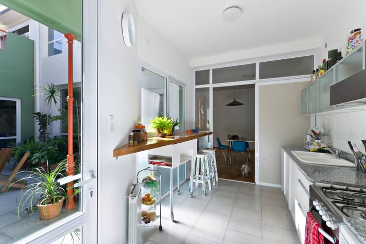 Cocinas de estilo minimalista por Pop Arq