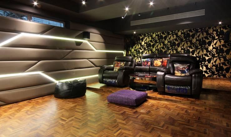 Home Theatre:  Media room by Mind Studio