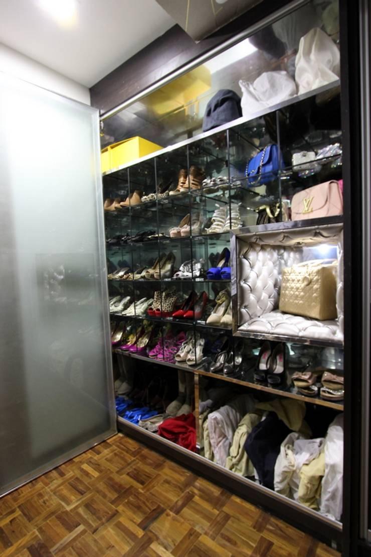 Shoe Cabinet:  Dressing room by Mind Studio