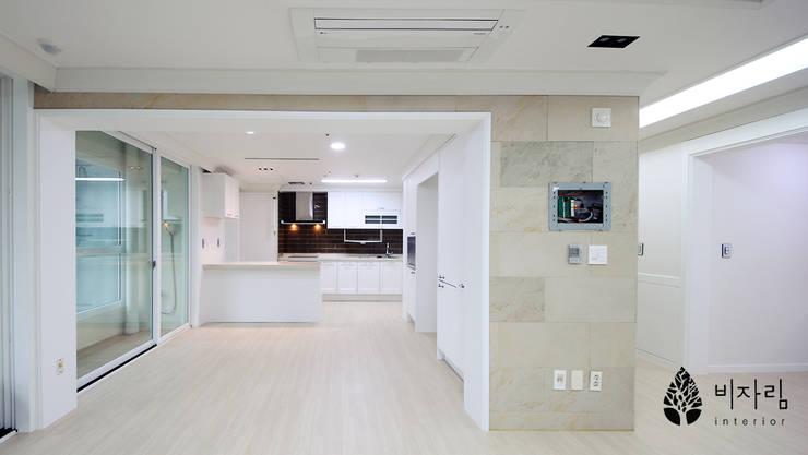 [休] 가족을 위한 자연같은 집: 비자림인테리어의  주방