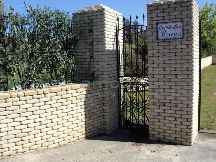 Tosco - Muros: Paredes  por Amop
