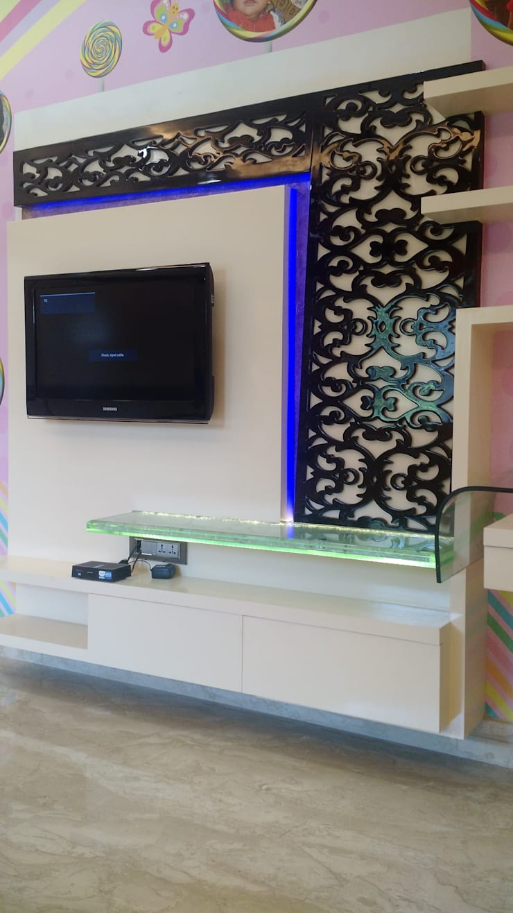 Television Panel With Moroccan Fret Work Panel:  Bedroom by Artinsive Interiors Pvt Ltd