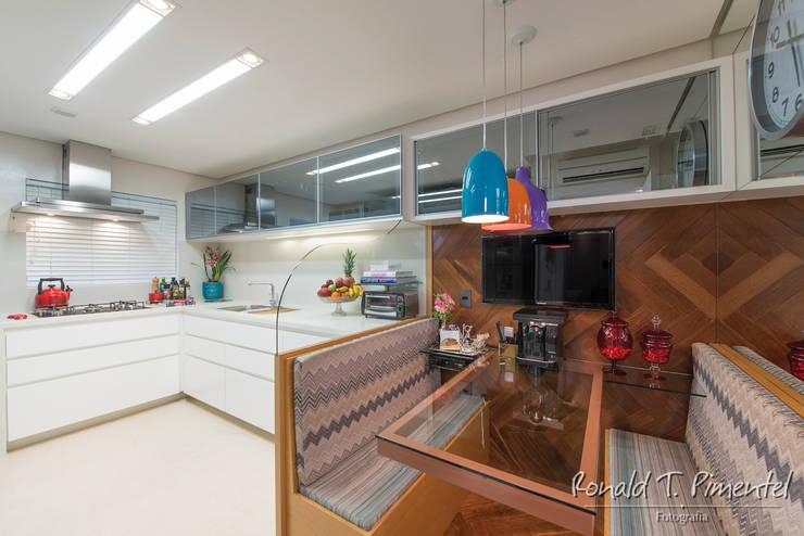 Cocinas de estilo  por Priscila Koch Arquitetura + Interiores, Moderno