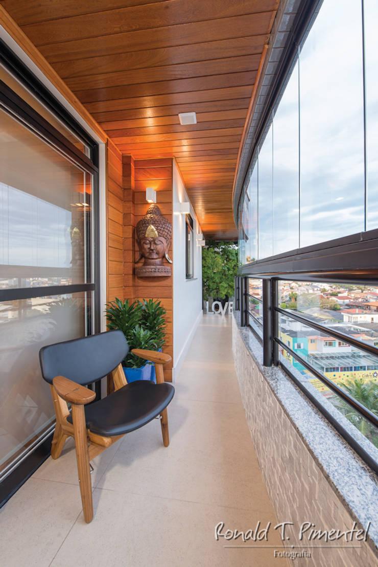 Terrazas de estilo  por Priscila Koch Arquitetura + Interiores, Moderno