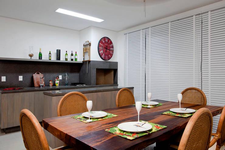 Espaço gourmet: Salas de jantar rústicas por Priscila Koch Arquitetura + Interiores
