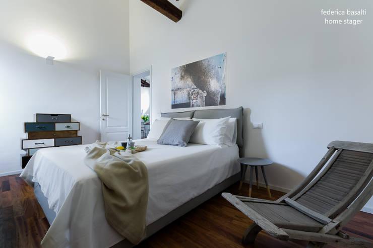Dormitorios de estilo  por federica basalti home staging