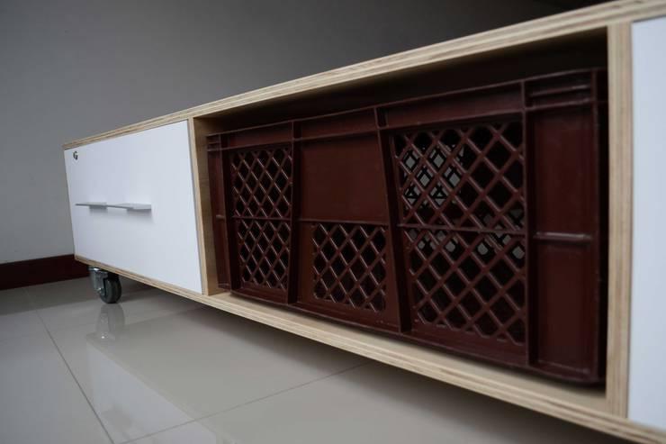 Archivador:  de estilo  por LA FÁBRICA DE DISEÑO, Moderno Madera Acabado en madera