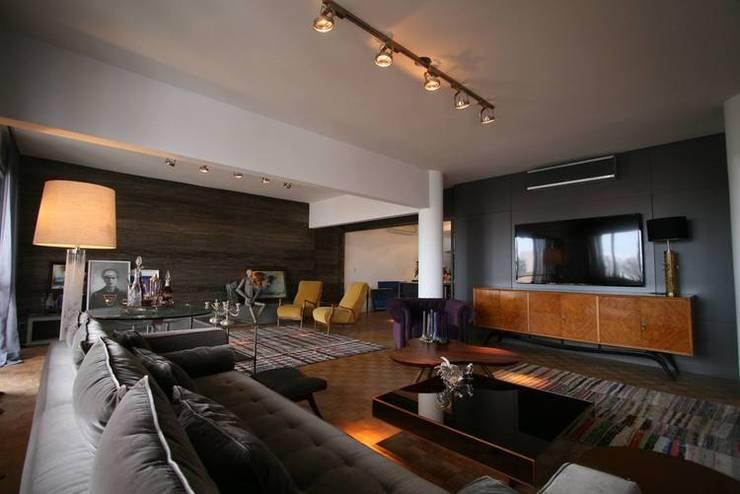 Salones de estilo  de Tellini Vontobel Arquitetura,