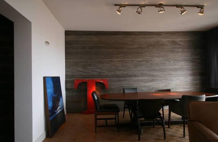 Comedores de estilo  de Tellini Vontobel Arquitetura,