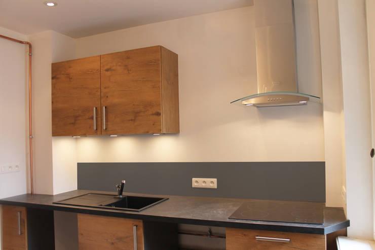 Cucina in stile in stile Moderno di Agence ADI-HOME