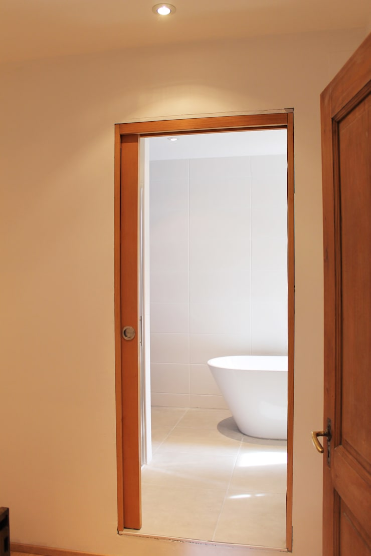 Modern style dressing rooms by Agence ADI-HOME Modern Wood-Plastic Composite