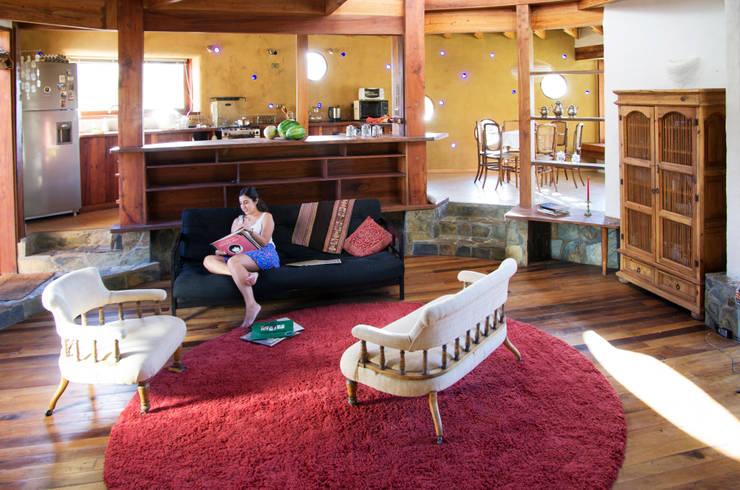 Salas / recibidores de estilo  por ALIWEN arquitectura & construcción sustentable